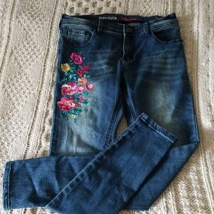 💐Floral embroidered skinny jeans